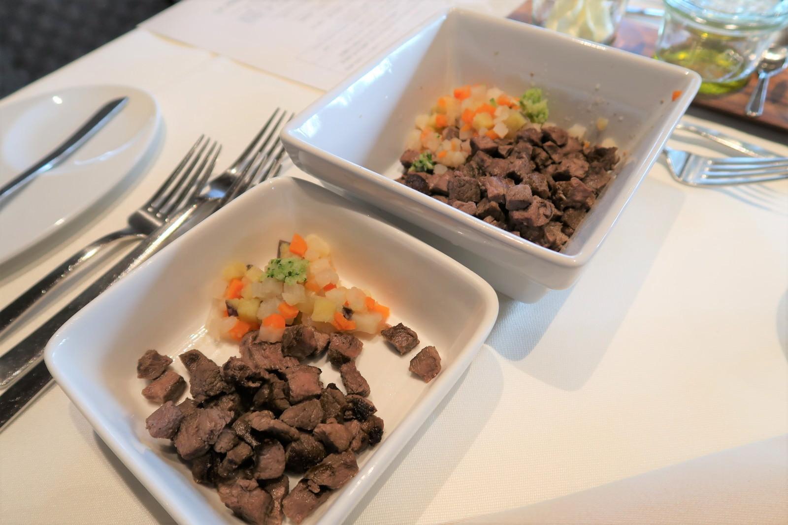鹿肉のサイコロステーキお野菜を添えて