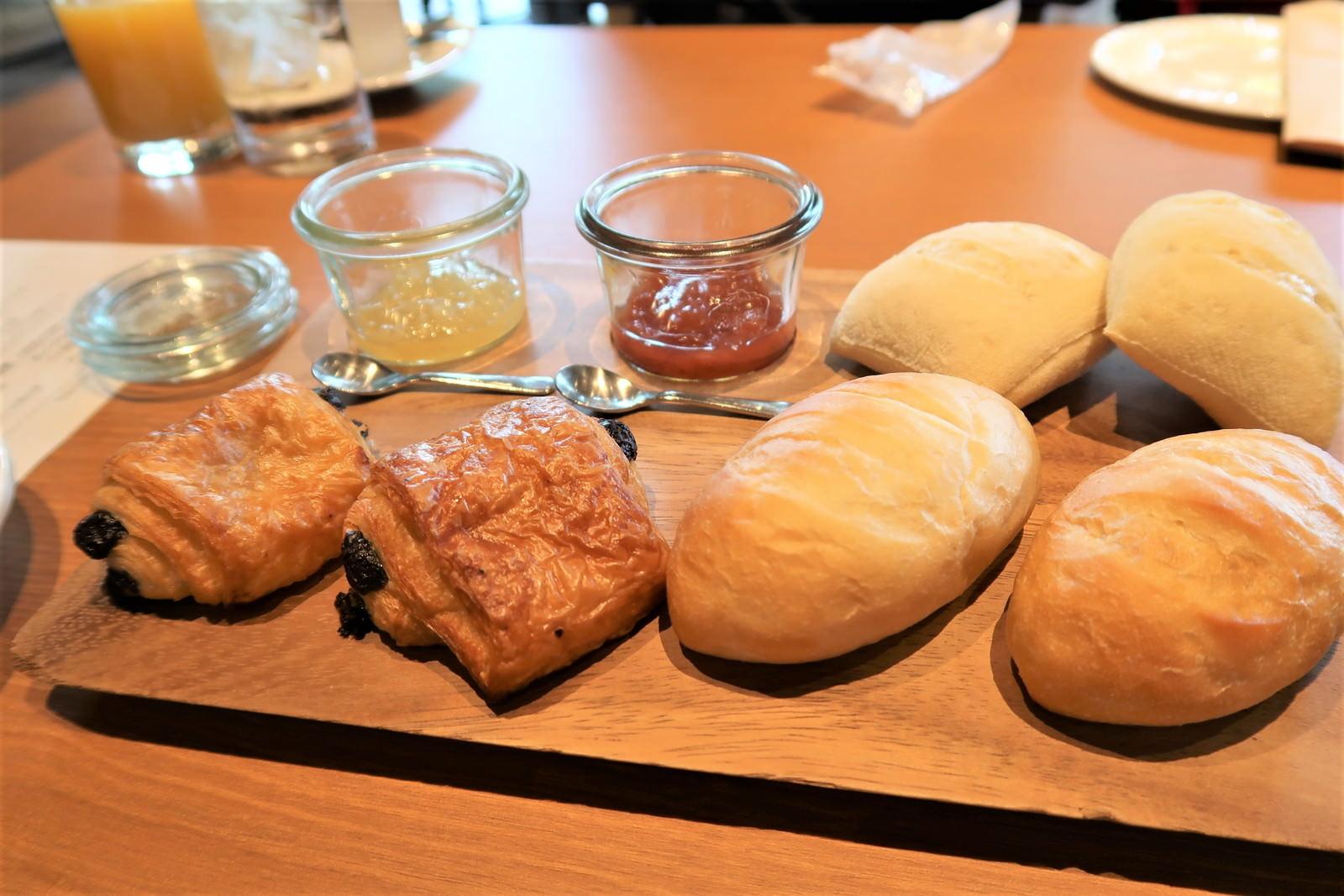 パンも温かくて美味しい
