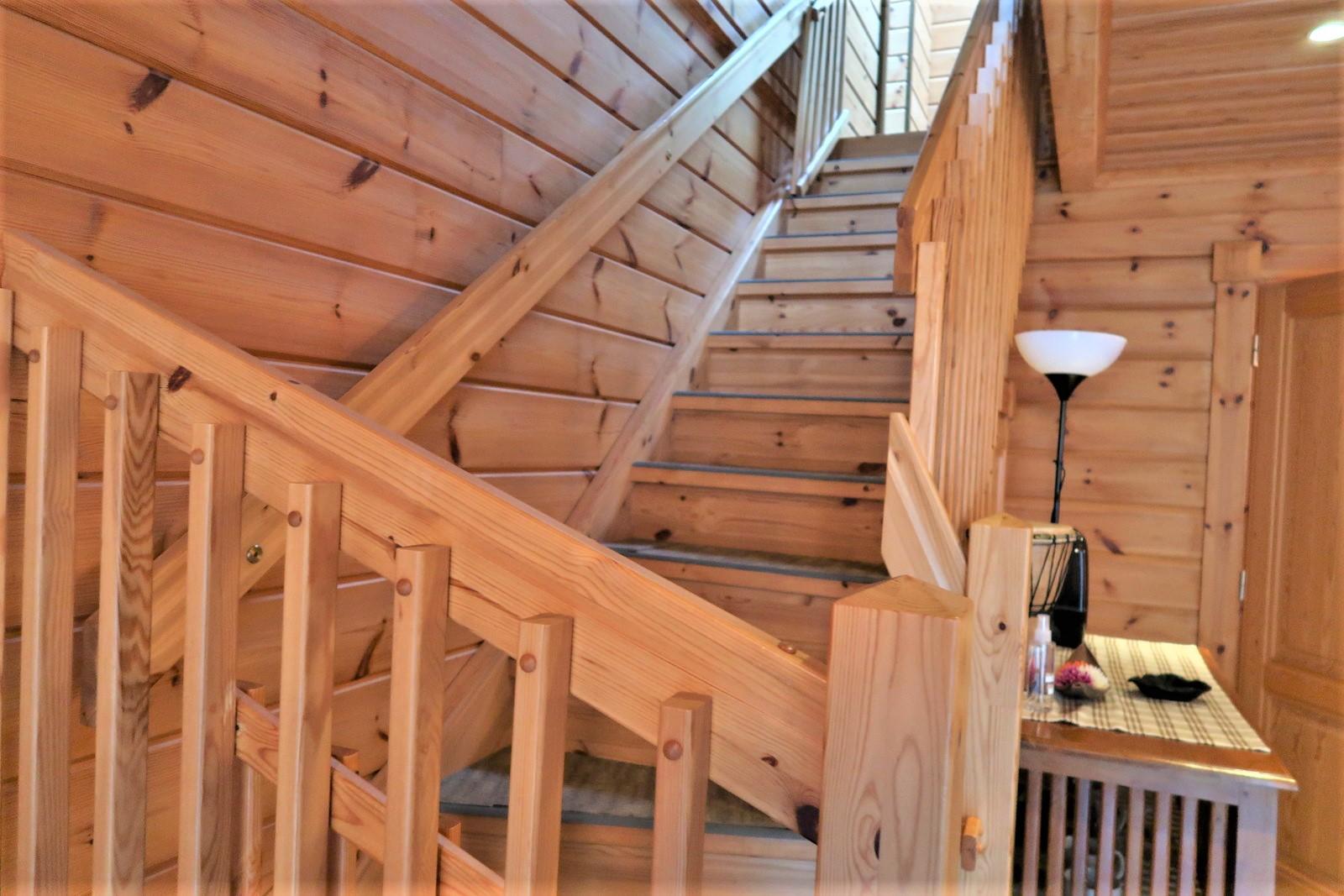 二階へ上がる階段